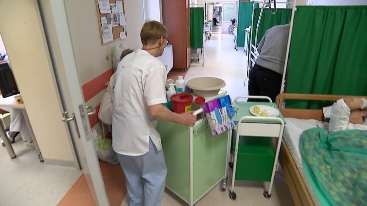 MZ: pielęgniarki w domach pomocy społecznej bez podwyżek