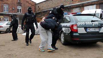 11-03-2016 13:23 Przejęto 20 ton tzw. płynnej pigułki gwałtu. Substancja była rozprowadzana po całej Polsce