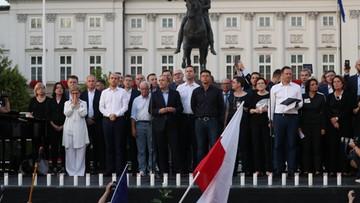 Tłumy na Krakowskim Przedmieściu. Manifestacja przeciw reformie sądownictwa