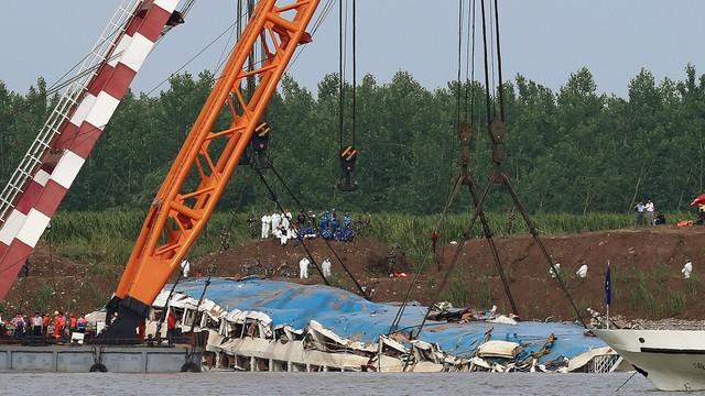 Chiny: odnaleziono 331 zwłok ofiar katastrofy statku