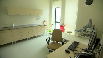 Nowoczesny szpital poza siecią szpitali. Pustki na oddziałach