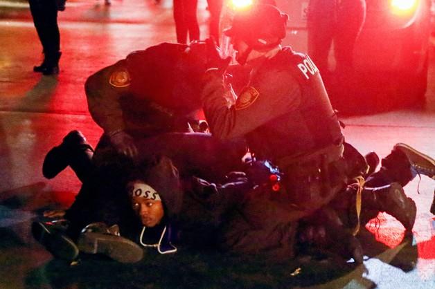 Ponad 40 aresztowanych drugiej nocy zamieszek w Ferguson