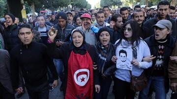 22-01-2016 06:19 Tunezja: trwają protesty i starcia z policją