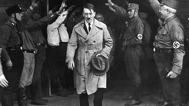 """Bielizna i ubrania Hitlera i Goeringa sprzedane na aukcji. Większość kupili """"tajemniczy mężczyźni z Argentyny"""""""