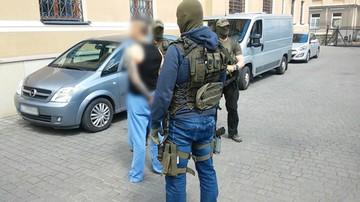 """01-06-2016 09:57 """"Cygan"""" w rękach CBŚP. Były bokser miał kierować gangiem"""