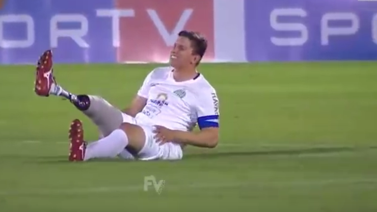 Niecodzienne zachowanie w Brazylii. Piłkarz Chapecoense symulował uraz... protezy (WIDEO)