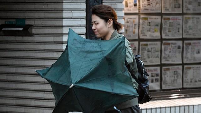 Tajfun Lan przeszedł nad Japonią. Co najmniej dwie osoby nie żyją