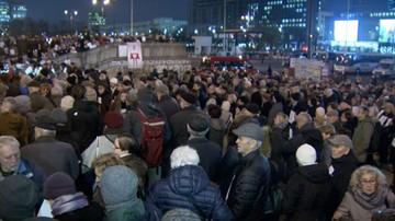 06-11-2017 19:07 Marsz pamięci Piotra Szczęsnego, który dokonał samospalenia przed Pałacem Kultury i Nauki