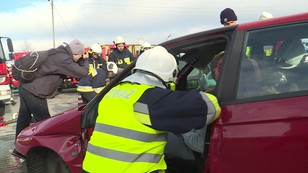 Wypadek na niby.  Ćwiczenia służb na drodze między Wrocławiem a Kudową