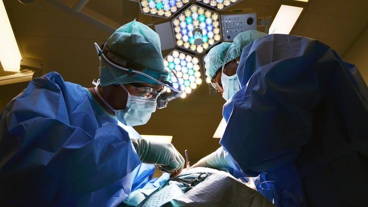 Zdymisjonowano dwoje członków gremium ds. medycznego Nobla