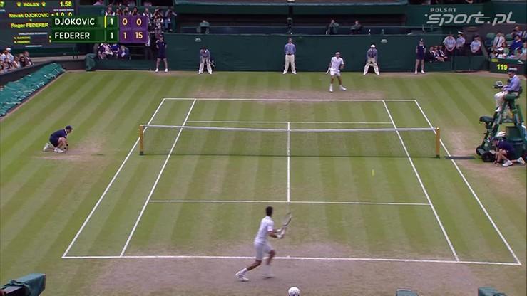 Uderzenie po prostej nie jest... proste. Federer sobie poradził
