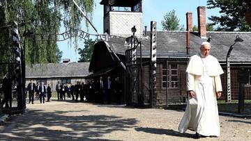 29-07-2016 10:13 Papież spotkał się z byłymi więźniami Auschwitz. Ucałował słup szubienicy