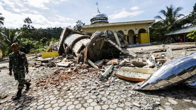Indonezja: Do 54 wzrosła liczba ofiar śmiertelnych trzęsienia ziemi