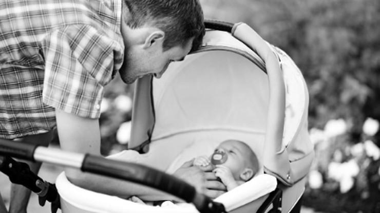 Ojciec z wózkiem to nie tradycyjny model rodziny. Kontrowersyjne pytanie na próbnej maturze