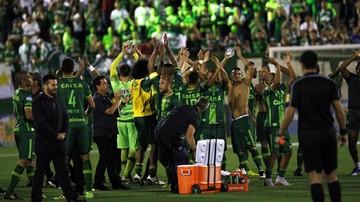 2016-11-29 Piłkarski świat pogrążony w żałobie po katastrofie lotniczej w Kolumbii