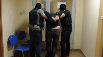 """07-04-2016 17:48 Oferowali płatny seks nieletnim. Trafili na """"łowcę pedofilów"""""""