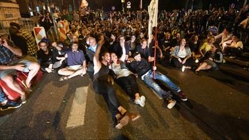 21-07-2017 06:07 Policja usunęła protestujących, którzy blokowali ulice w pobliżu parlamentu