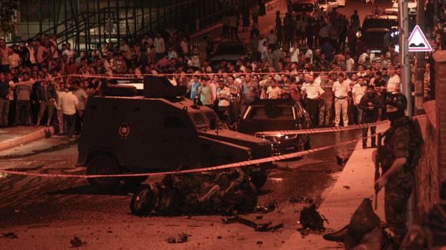 Dramatyczny poranek w Stambule - bomba na policji, strzelanina i atak na konsulat USA, trzy osoby nie żyją