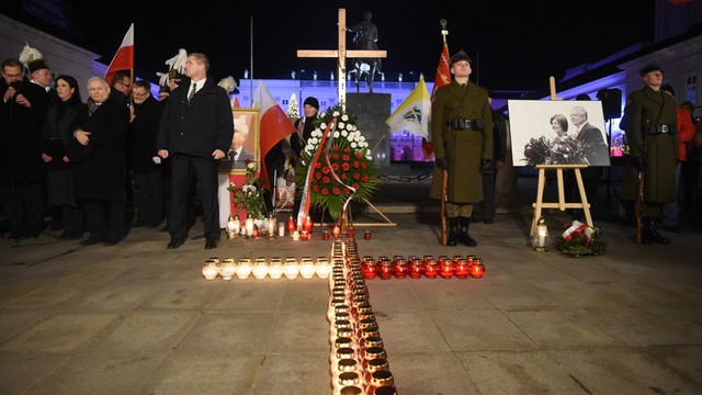 Sasin: Niechęć do pomnika Lecha Kaczyńskiego wynikiem czarnej propagandy