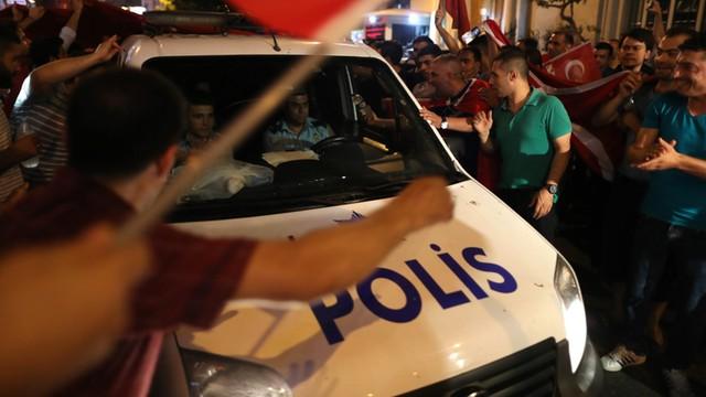 Turcja: 8 tys. policjantów zwolniono ze służby
