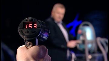 """06-11-2016 21:44 Odkurzacz """"jadący"""" z prędkością 150 km/godz. """"Państwo w Państwie"""" przetestowało policyjną """"Iskrę"""" do mierzenia prędkości"""