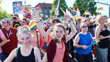 """27-05-2017 20:17 """"Równość z nieba nie spadnie"""". Główną aleją Gdańska przeszedł Marsz Równości"""