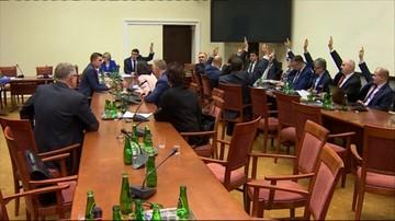 21-12-2015 19:41 Awantura o głosowanie podczas obrad komisji ustawodawczej. PiS: głosowali nieuprawnieni. Opozycja: sprawdźcie nagrania
