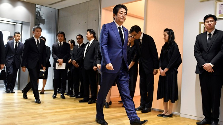Japoński premier złożył rytualną ofiarę w świątyni Yasukuni
