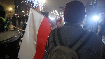 61 proc. Polaków uważa, że PiS nadużywa władzy; 45 proc, że rządzi zgodnie z wolą wyborców - sondaż CBOS
