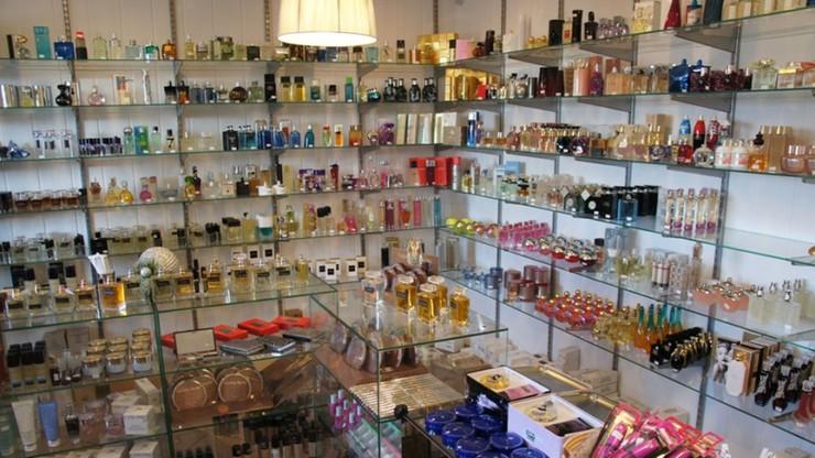 Podrabiali perfumy i kosmetyki na ogromną skalę