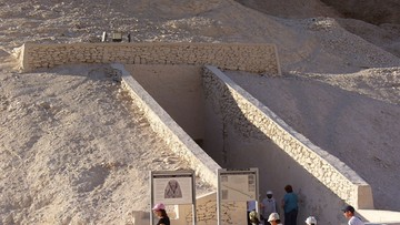 """""""Nic mi się nie spodobało oprócz sarkofagu"""". Wpisy starożytnych turystów w grobowcu faraona"""
