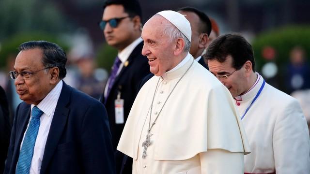Papież Franciszek zakończył wizytę w Azji i wraca do Rzymu