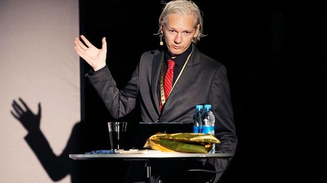 Brytyjski rząd odmówił przyznania Assange'owi statusu dyplomatycznego