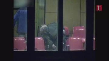 18-03-2016 14:01 Brutalnie pobili mężczyznę na dworcu i oddali na niego mocz. Wstrząsające nagranie z monitoringu