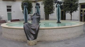 12-09-2016 14:24 Wyjął z fontanny 60 eurocentów. Kara? Rok więzienia w zawieszeniu