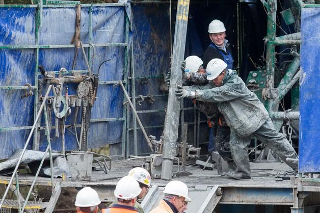 Akcja w kopalni: zostało około 25 metrów odwiertu, ale tempo prac spadło
