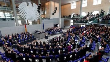 """28-03-2017 05:18 Na 6 miesięcy przed wyborami w Niemczech CDU i SPD """"idą łeb w łeb"""""""