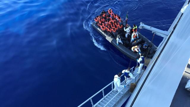 Włochy: w ciągu jednego dnia uratowano 4 tys. migrantów