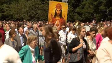 23-09-2017 08:16 Na ulicach 300 miast z całej Polski tysiące osób odmówią koronkę do Bożego Miłosierdzia