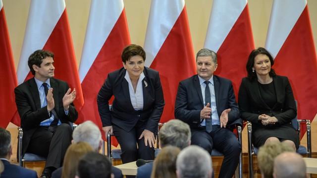 Premier Szydło znów chwali reformę edukacji