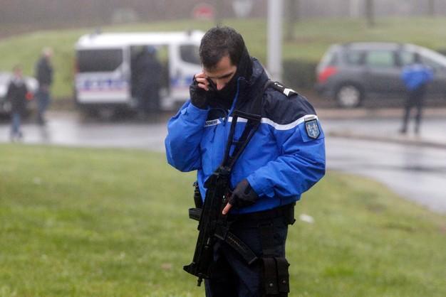 Francja: sprawcy masakry wzięli zakładników