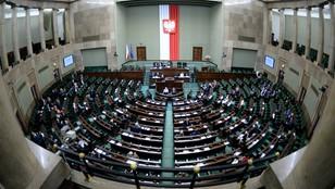 Sejm uchwalił ustawę, która podwyższa najniższe emerytury