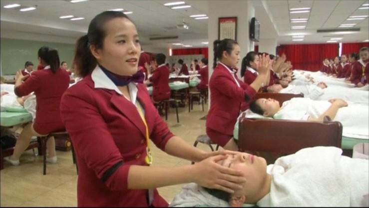 Musztra wojskowa i manicure. Nietypowa szkoła urody w Chinach