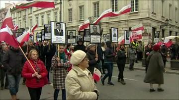 Warszawa: ruszył marsz z portretami ofiar katastrofy smoleńskiej