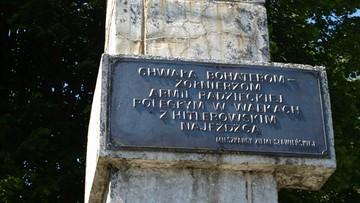 25-02-2016 19:23 Policja znalazła skradzioną tablicę z pomnika Armii Czerwonej w Sławnie