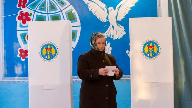 Mołdawia: I tura wyborów prezydenckich dla prorosyjskiego Igora Dodona
