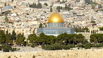 Bramki z wykrywaczami metalu na Wzgórzu Świątynnym. Muzułmanie protestują, minister broni decyzji
