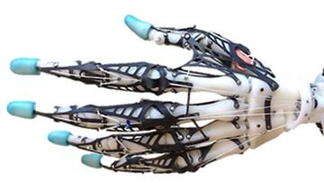 23-02-2016 19:07 Powstała sztuczna dłoń, która doskonale naśladuje prawdziwą. Zobacz wideo