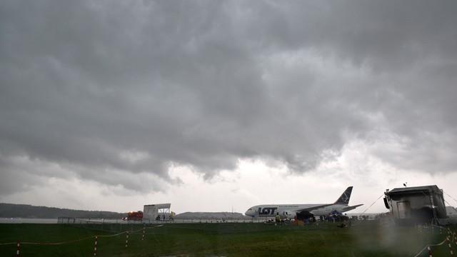 ŚDM: oberwanie chmury nad Balicami, służby zwijają dywany