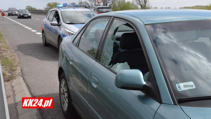 Kierowca samochodu trafiony kulą w szyję. Pocisk wystrzelono najprawdopodobniej ze strzelnicy